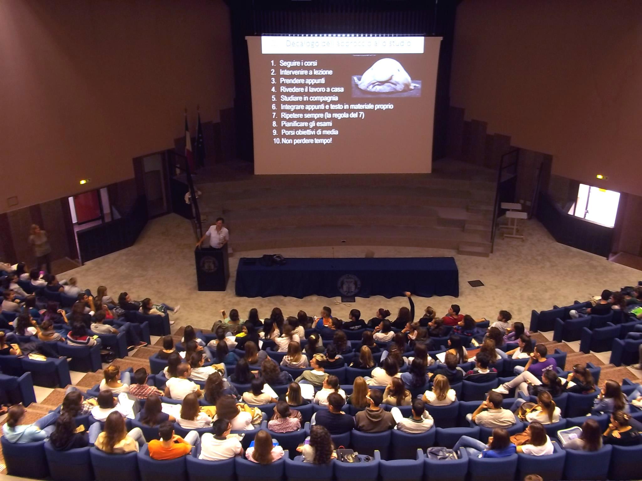 il Prof. Danovaro presenta i corsi di Scienze in Aula Magna