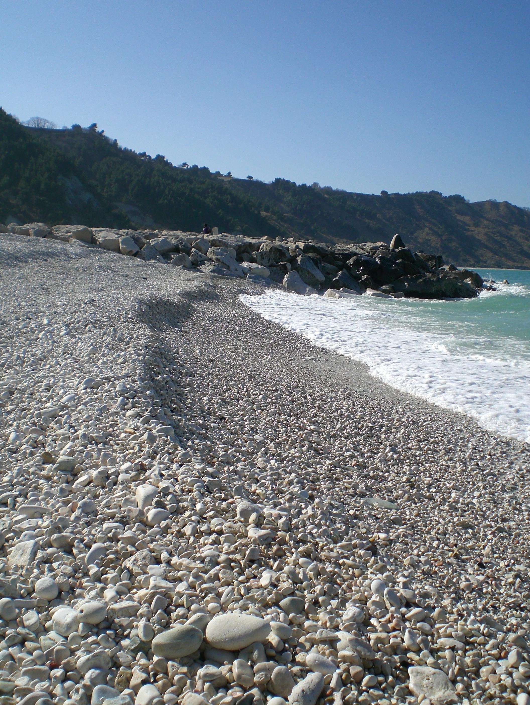 spiaggia ciottolosa a Portonovo